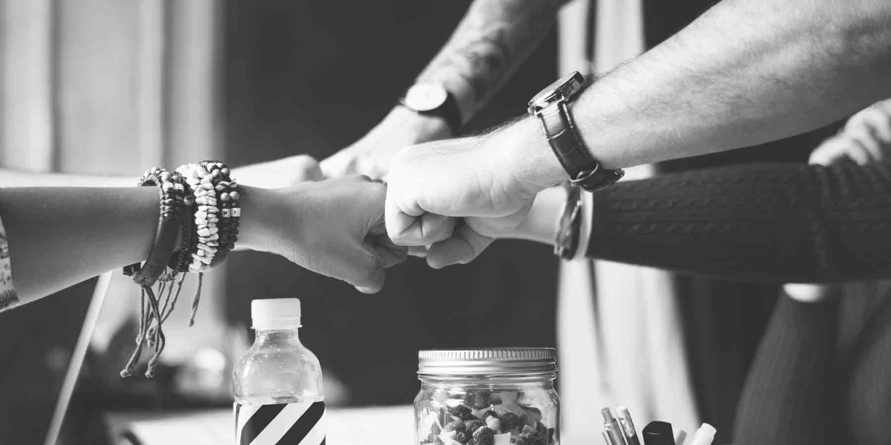 Teamarbeit, Teamaufbau. Arbeite in einem Team